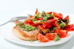 Ψημένο κρέας χοιρινού κρέατος με τα μανιτάρια και τα λαχανικά. Στοκ φωτογραφίες με δικαίωμα ελεύθερης χρήσης