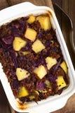 Ψημένο κόκκινο λάχανο, Casserole της Apple, Mincemeat και πατατών Στοκ Φωτογραφίες