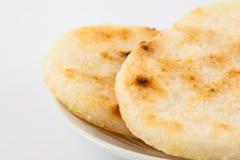 Ψημένο παραδοσιακό κολομβιανό arepa καλαμποκιού Στοκ Εικόνες