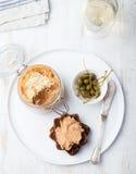 Ψημένο πατέ κρέατος στο βάζο και στα γαστρονομικά τρόφιμα ψωμιού Στοκ Εικόνα