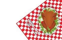 Ψημένο πουλί της Τουρκίας στο ωοειδές πιάτο με το δίκρανο και μαχαίρι στην κόκκινη ετικέττα Στοκ εικόνα με δικαίωμα ελεύθερης χρήσης