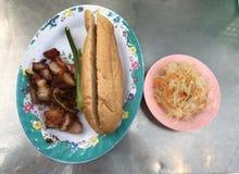 Ψημένο σάντουιτς ψωμιού χοιρινού κρέατος στοκ εικόνες