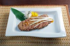 Ψημένο στη σχάρα βόειο κρέας. στοκ εικόνα με δικαίωμα ελεύθερης χρήσης
