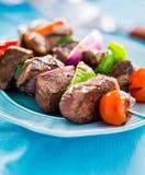 Ψημένο στη σχάρα βόειο κρέας shishkabobs Στοκ εικόνες με δικαίωμα ελεύθερης χρήσης