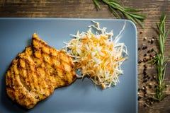 ψημένο στη σχάρα κοτόπουλο πιάτο Στοκ Εικόνες