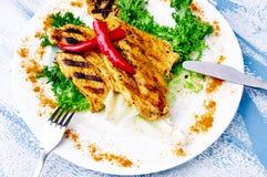 Ψημένο στη σχάρα κοτόπουλο με τα καρυκεύματα κάρρυ Στοκ Φωτογραφίες