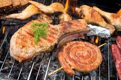 Ψημένο στη σχάρα κρέας στη σχάρα Στοκ Εικόνα