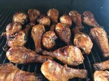 Ψημένο στη σχάρα μαγείρεμα φραγμός-β-Que ποδιών κοτόπουλου Στοκ εικόνες με δικαίωμα ελεύθερης χρήσης