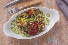 Ψημένο στη σχάρα σαλάτα χορτοφάγο πιάτο ψητού λαχανικών Στοκ Φωτογραφίες