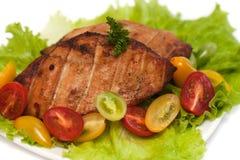 Ψημένο στη σχάρα στήθος κοτόπουλου με τα λαχανικά Στοκ Φωτογραφία