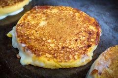 Ψημένο στη σχάρα τυρί Arepas Στοκ Εικόνες