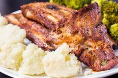 Ψημένο στη σχάρα χοιρινό κρέας με τα λαχανικά Στοκ φωτογραφίες με δικαίωμα ελεύθερης χρήσης