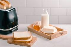 Ψημένο φρυγανιέρα φύλλο ψωμιού που φαίνεται yummy για το γεύμα πρωινού στοκ εικόνες