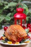 Ψημένο χοιρινό κρέας με τα ξηρά βερίκοκα Στοκ φωτογραφία με δικαίωμα ελεύθερης χρήσης