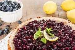 Ψημένο cheesecake λεμονιών βακκινίων Στοκ Εικόνα
