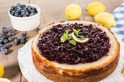 Ψημένο cheesecake λεμονιών βακκινίων Στοκ φωτογραφία με δικαίωμα ελεύθερης χρήσης