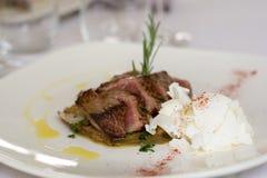 Ψητό-βόειο κρέας με το πιπέρι και το τυρί Στοκ φωτογραφία με δικαίωμα ελεύθερης χρήσης
