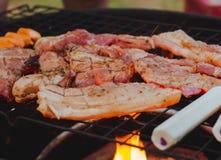 Ψητό χοιρινού κρέατος σε μια καυτή σόμπα Στοκ φωτογραφία με δικαίωμα ελεύθερης χρήσης