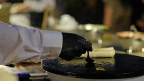 Ψητό Burrito σε ένα καυτό πιάτο 4K βίντεο απόθεμα βίντεο