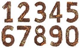 Ψηφία κολάζ από τα φασόλια καφέ και είδη που απομονώνονται στο άσπρο υπόβαθρο Στοκ φωτογραφία με δικαίωμα ελεύθερης χρήσης