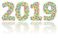 2019 ψηφία που αποτελούνται από τα ζωηρόχρωμα λουλούδια γυαλιού στο στιλπνό λευκό απεικόνιση αποθεμάτων