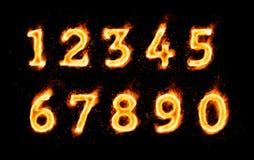 Ψηφία που φλέγονται τα σύμβολα στο μαύρο υπόβαθρο απεικόνιση αποθεμάτων
