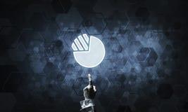 Ψηφιακά εικονίδιο και άτομο διαγραμμάτων σχετικά με το με το δάχτυλό του Στοκ Φωτογραφία