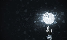 Ψηφιακά εικονίδιο και άτομο διαγραμμάτων σχετικά με το με το δάχτυλό του Στοκ Φωτογραφίες