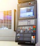 Ψηφιακά - ελεγχόμενος σύγχρονος cnc τόρνος στο εργοστάσιο στα όμορφα, σύγχρονα, κατασκευασμένα χρώματα στοκ φωτογραφίες με δικαίωμα ελεύθερης χρήσης