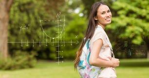 Ψηφιακά παραγμένη εικόνα του χαμογελώντας φοιτητή πανεπιστημίου από τις γεωμετρικές μορφές Στοκ φωτογραφία με δικαίωμα ελεύθερης χρήσης