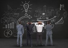 Ψηφιακά παραγμένη εικόνα των επιχειρησιακών επαγγελματιών που εξετάζουν τον πίνακα ελεύθερη απεικόνιση δικαιώματος