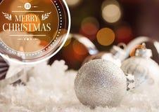 Ψηφιακά σύνθετη εικόνα των επιθυμιών Χαρούμενα Χριστούγεννας ενάντια στη διακόσμηση μπιχλιμπιδιών διανυσματική απεικόνιση