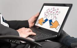 Ψηφιακή έννοια επικοινωνίας σε ένα lap-top Στοκ Εικόνες