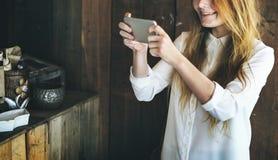 Ψηφιακή έννοια εργασίας Διαδικτύου τεχνολογίας συσκευών περιστασιακή Στοκ εικόνα με δικαίωμα ελεύθερης χρήσης