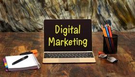 Ψηφιακή έννοια μάρκετινγκ στην οθόνη lap-top στην αρχή Στοκ Εικόνες