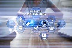 Ψηφιακή έννοια τεχνολογίας μάρκετινγκ Διαδίκτυο On-line Βελτιστοποίηση μηχανών αναζήτησης SEO SMM τηλεοπτική διαφήμιση στοκ φωτογραφίες