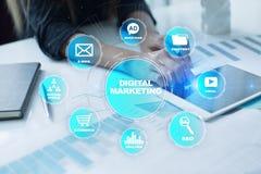 Ψηφιακή έννοια τεχνολογίας μάρκετινγκ Διαδίκτυο On-line Βελτιστοποίηση μηχανών αναζήτησης SEO SMM τηλεοπτική διαφήμιση στοκ εικόνα με δικαίωμα ελεύθερης χρήσης