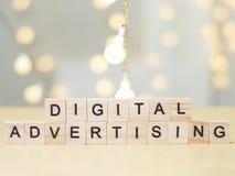 Ψηφιακή διαφήμιση, κινητήρια έννοια αποσπασμάτων λέξεων επιχειρησιακού μάρκετινγκ στοκ εικόνα με δικαίωμα ελεύθερης χρήσης