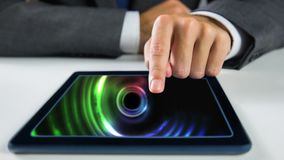 Ψηφιακή ζωτικότητα των ζωνών χρώματος που κινούνται στην ψηφιακή ταμπλέτα απόθεμα βίντεο