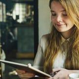 Ψηφιακή θηλυκή έννοια ιδεών κοριτσιών συσκευών σύνδεσης Στοκ εικόνα με δικαίωμα ελεύθερης χρήσης