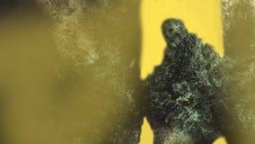 Ψηφιακή παραδοσιακή ζωγραφική ενός κόκκαλου βράχου πλασμάτων τέχνης έννοιας θανάτου zombie στο ηλιοβασίλεμα διανυσματική απεικόνιση