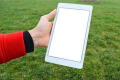 Ψηφιακή πορεία ψαλιδίσματος ταμπλετών εκμετάλλευσης χεριών στοκ φωτογραφία