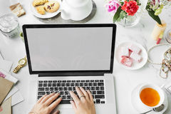 Ψηφιακή σε απευθείας σύνδεση έννοια σύνδεσης στο Διαδίκτυο συσκευών Στοκ εικόνες με δικαίωμα ελεύθερης χρήσης