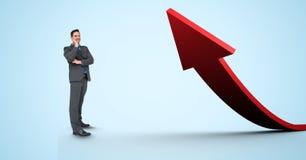 Ψηφιακή σύνθετη εικόνα του επιχειρηματία που υπερασπίζεται το κόκκινο βέλος στοκ εικόνα με δικαίωμα ελεύθερης χρήσης