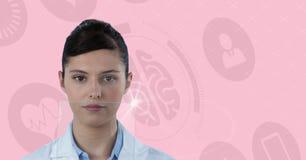 Ψηφιακή σύνθετη εικόνα του θηλυκού γιατρού από τη δομή DNA ενάντια στα εικονίδια εγκεφάλου στο υπόβαθρο Στοκ Φωτογραφία