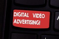Ψηφιακή τηλεοπτική διαφήμιση κειμένων γραφής Η έννοια έννοιας δεσμεύει το ακροατήριο υπό μορφή τηλεοπτικής ικανοποιημένης βασικής στοκ εικόνες