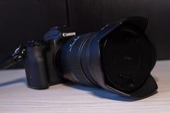 Ψηφιακή mirrorless κάμερα της Canon eos m50 στοκ φωτογραφία με δικαίωμα ελεύθερης χρήσης