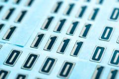 Ψηφιακοί ή αναλογικοί αριθμοί μηδέν και ένας Στοκ Φωτογραφίες