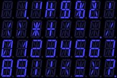 Ψηφιακοί αριθμοί στην επίδειξη των μπλε αλφανουμερικών οδηγήσεων Στοκ Εικόνες