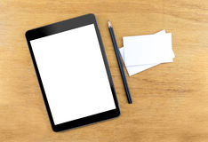 Ψηφιακός υπολογιστής ταμπλετών με την κενή οθόνη, επαγγελματική κάρτα και blac Στοκ εικόνες με δικαίωμα ελεύθερης χρήσης